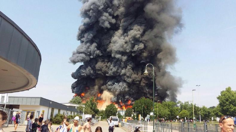 [Vidéo] Düsseldorf : Les migrants musulmans incendient leur centre car ils n'ont pas été réveillés pour le déjeuner. Fortes tensions pendant le Ramadan