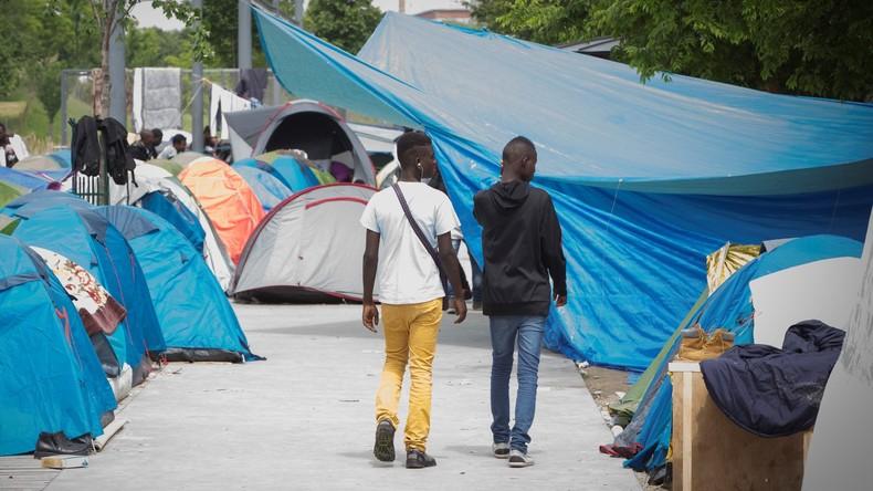 Anne Hidalgo veut une «Jungle de Calais» en plein Paris: Elle souhaite l'ouverture d'un camp pour accueillir les migrants
