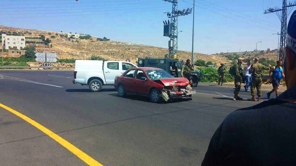 Kiryat Arba: attentat à la voiture bélier échoué, la terroriste se tue seule.
