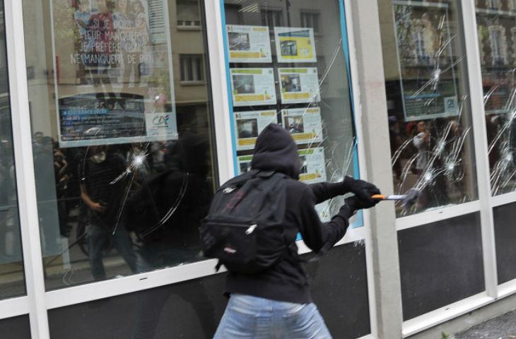 [Vidéos] Rennes : les casseurs d'extrême gauche vandalisent le centre ville à l'occasion de la manif anti-Loi Travail