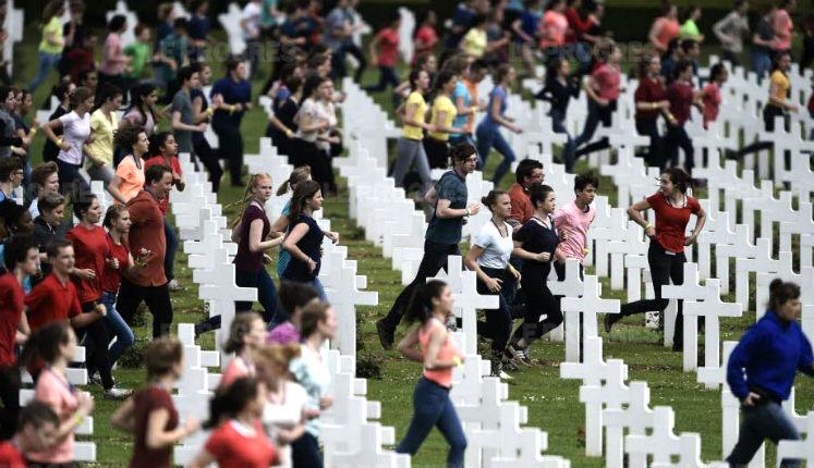 Commémoration de Verdun : La cérémonie soulève l'indignation face au flash mob au rythme des tam-tam et à l'apologie des migrants