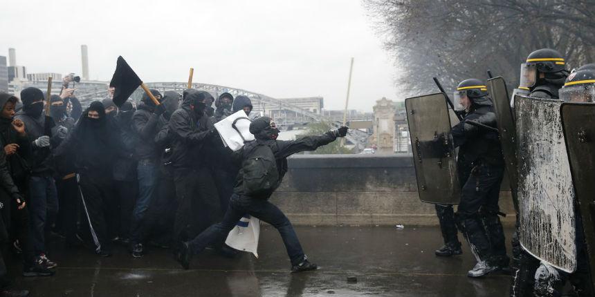 Manuel Valls envisage de dissoudre des groupes d'extrême gauche