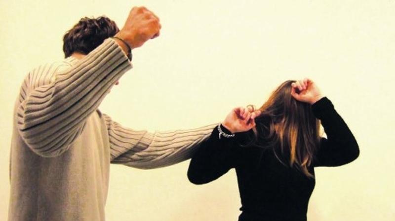 Reims (51) : Un musulman découvre des photos dénudées de sa fille, il tabasse la mère