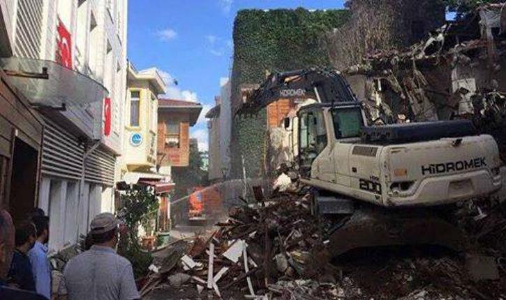 Erdogan lance ses bulldozers contre des habitations d'universitaires et interpelle brutalement des journalistes