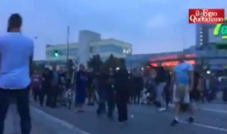 [Vidéo] Après la tuerie de Munich, des musulmans empêchent les gens de se recueillir en criant «allah akbar»