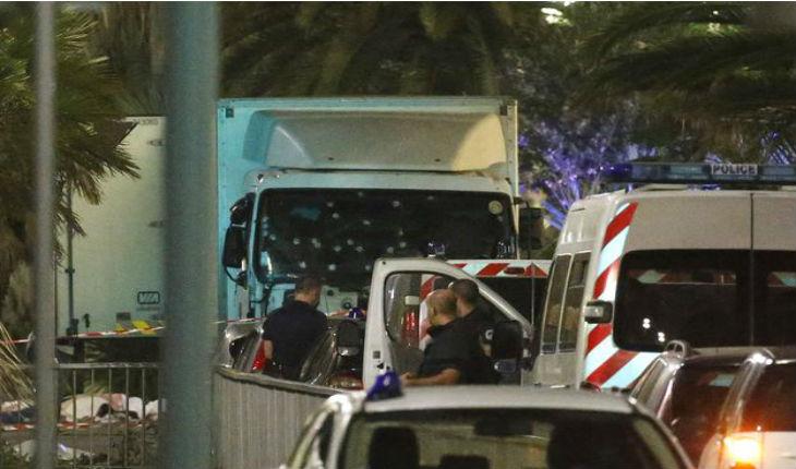 Attentat de Nice : L'Elysée nie détenir une vidéo de l'attentat mais un témoin affirme le contraire