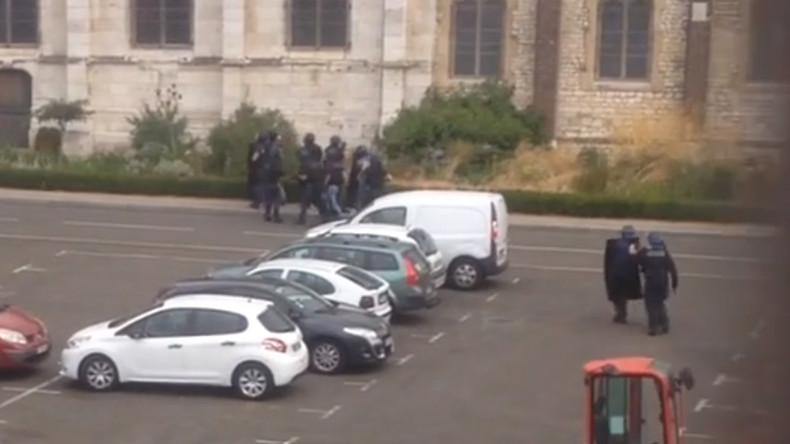 [Vidéo] L'intervention de la BRI à l'église de Saint-Etienne-du-Rouvray filmée par un riverain
