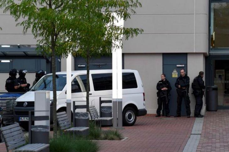 Brême, Allemagne : Un centre commercial évacué par crainte d'un attentat. Chasse à l'homme, la police recherche un islamiste Algérien