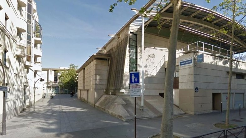 Paris : deux élus LR expulsent eux-mêmes des migrants installés dans un gymnase