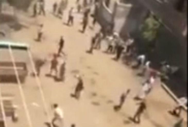 [Vidéo] Des musulmans attaquent des Chrétiens Coptes dans le village égyptien de Beni Suef suite à des rumeurs d'ouverture d'une église