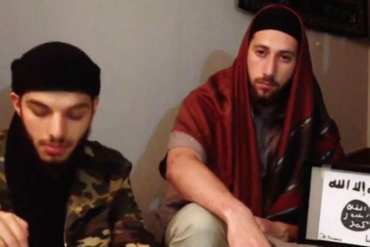 [Vidéo] L'Etat islamique diffuse une vidéo avec les deux égorgeurs du curé prêtant allégeance à Al-Baghdadi. L'un des égorgeurs était déjà condamné pour terrorisme