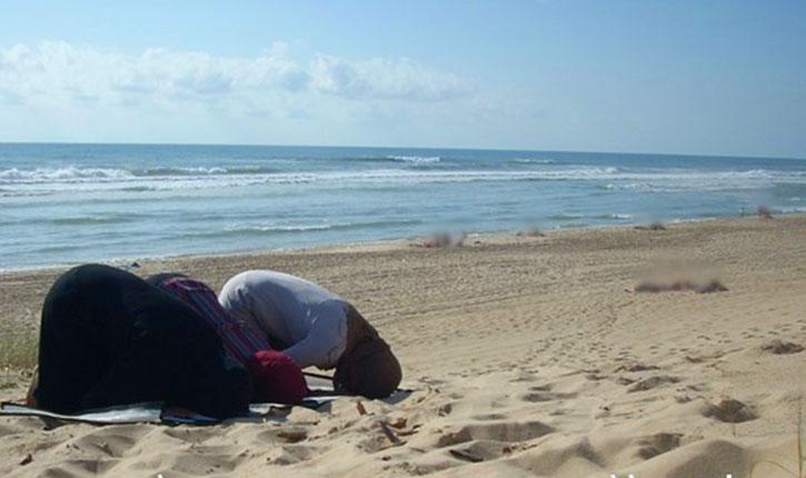 Corses: des prédicateurs salafistes prient sur une plage, ils sont expulsés et retrouvent leurs pneus crevés.