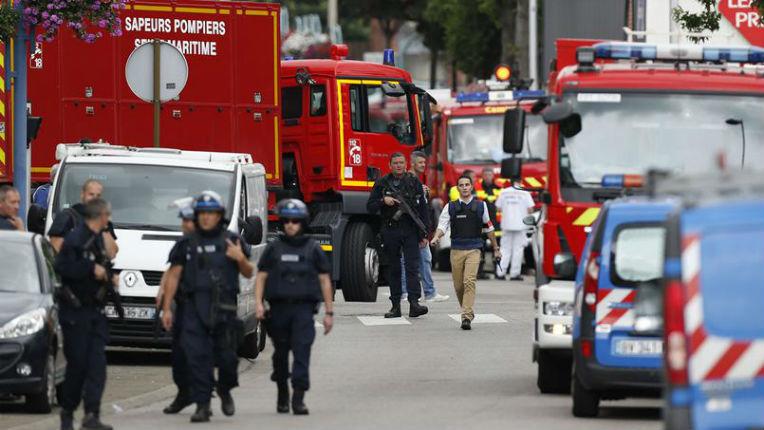 EN DIRECT – Nouvel attentat islamiste : Prise d'otages dans une église près de Rouen: un prêtre égorgé, les deux islamistes abattus. Ils criaient «Allah Akbar»