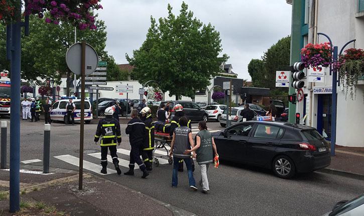 Prise d'otage en cours dans une église de Saint-Etienne-du-Rouvray, en Seine-Maritime, les deux hommes abattus.