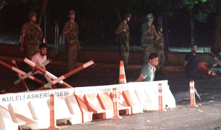 Tentative de coup d'Etat militaire en Turquie, des militaires dans les rues d'Ankara et Istanbul