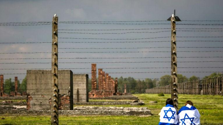Pologne : Une nouvelle loi condamne tout propos associant la Pologne au régime nazi. Il est désormais interdit de dire «camp de concentration polonais»