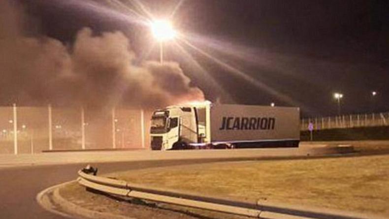 [Vidéo] Calais: Nuit de violences, des migrants attaquent un conducteur de camion avec une extrême violence. «Il va y avoir des morts. Nos chauffeurs sont menacés tous les soirs.»