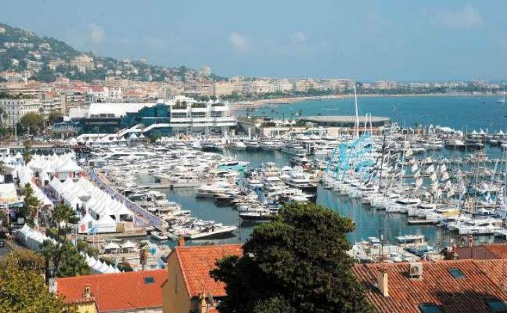 Cannes : Un «déséquilibré» criant «Allahu Akbar» agresse 11 personnes sur le vieux port avant de les jeter à l'eau
