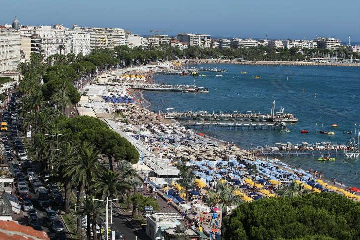La justice valide l'arrêté municipal interdisant le port du burkini à Cannes