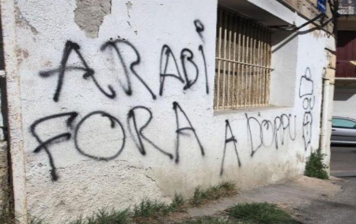 Corse : «I Arabi Fora», «les Arabes dehors» tagés sur les murs d'une salle de prière musulmane et d'une boucherie halal