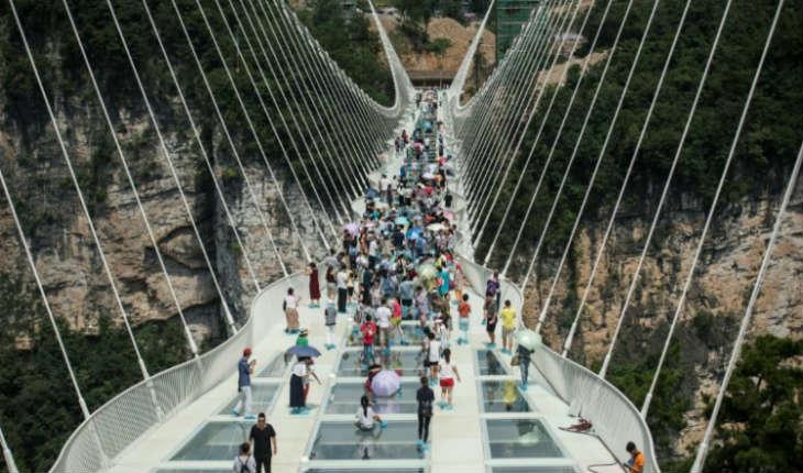 [Vidéo] Chine: ouverture du pont en verre le plus long du monde (qui a insipiré le film Avatar)  conçu par un Israélien