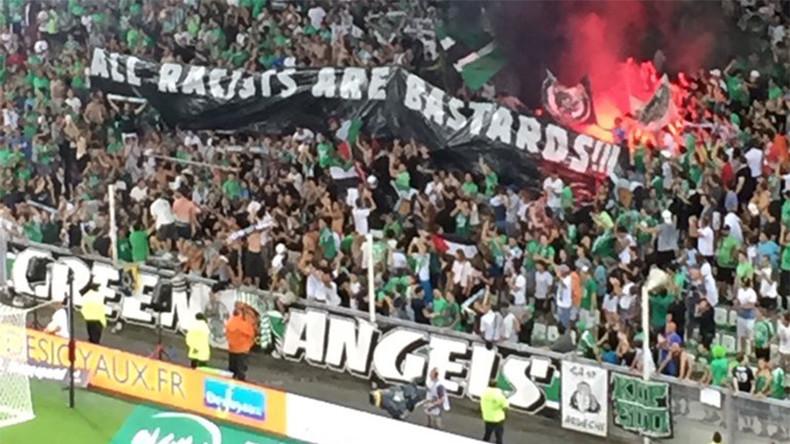 Quand l'antisémitisme envahit les stades : Le Beitar Jérusalem accueilli par les supporters islamo-gauchistes avec des drapeaux palestiniens à Saint-Etienne
