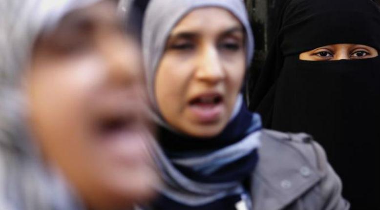 Corse, Bonifacio : cinq femmes voilées empêchées de rentrer à l'école