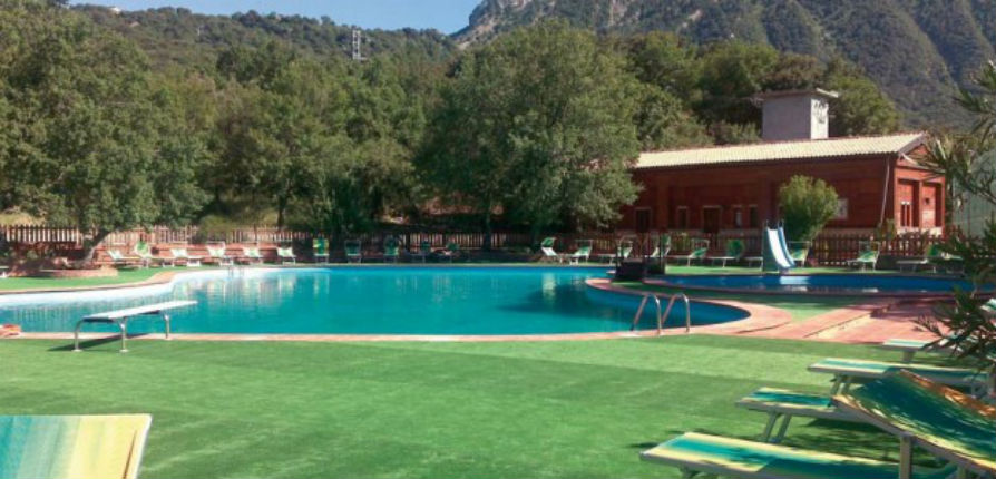 Italie: Tandis que les rescapés du tremblement de terre logent sous des tentes, des migrants logeant dans un hôtel 3 étoiles avec piscine sèment le chaos parce qu'ils se plaignent de la nourriture