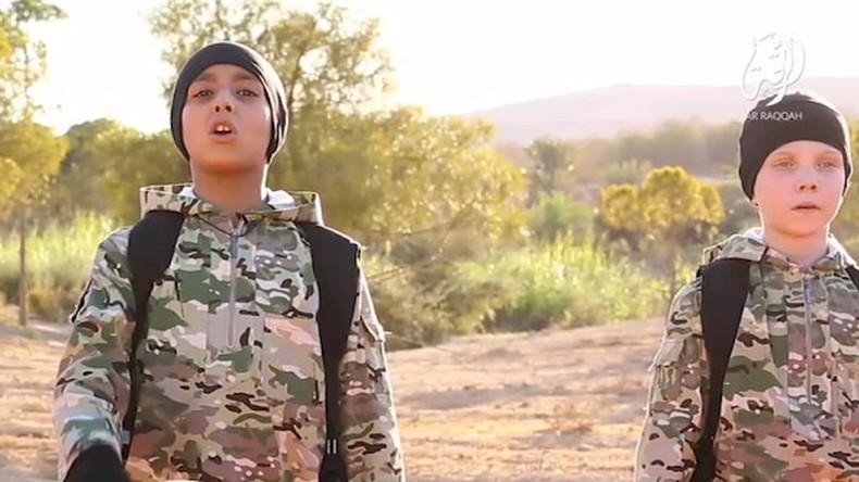 Nouvelle barbarie de l'Etat islamique : Cinq jeunes garçons exécutent des otages kurdes dans une nouvelle vidéo