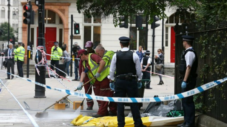 [Vidéos] Londres : 1 mort et 6 blessés lors d'une attaque au couteau. L'auteur est un somalien «déséquilibré»…
