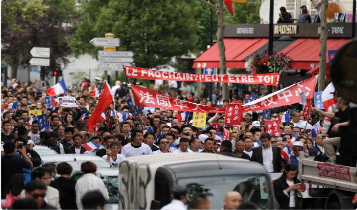 [Vidéo] Aubervilliers: des Chinois manifestent dans la dignité  contre la violence à leur encontre et la mort d'un homme après une agression