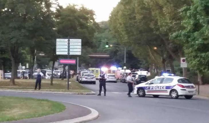 [Vidéo] Opération antiterroriste en Essonne: trois femmes interpellées, un policier blessé