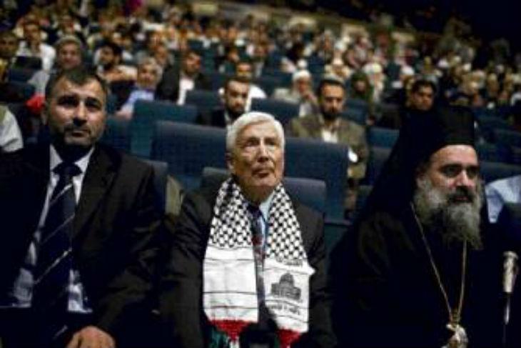 L'ancien ministre néerlandais anti-israélien, Dries van Agt, demande que Netanyahou soit jugé pour «crimes de guerre»