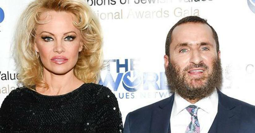 Etats-Unis : Pamela Anderson et le rabbin Shmuley Boteach signent une tribune sur les effets de la pornographie sur internet