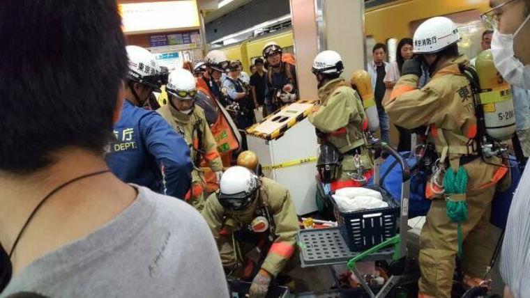 [Photos] Une possible attaque terroriste au gaz aurait eu lieu dans le métro de Tokyo