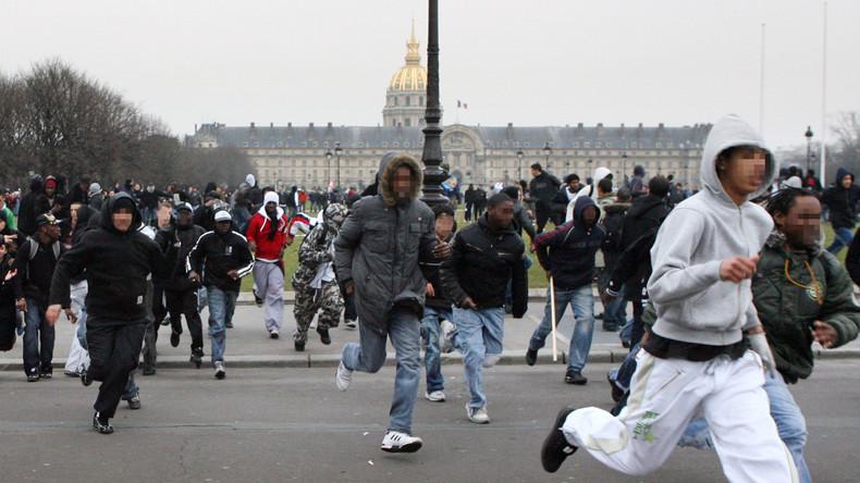 Selon Buisson, Sarkozy aurait laissé des «bandes de blacks et beurs» agresser des «jeunes blancs» en 2006