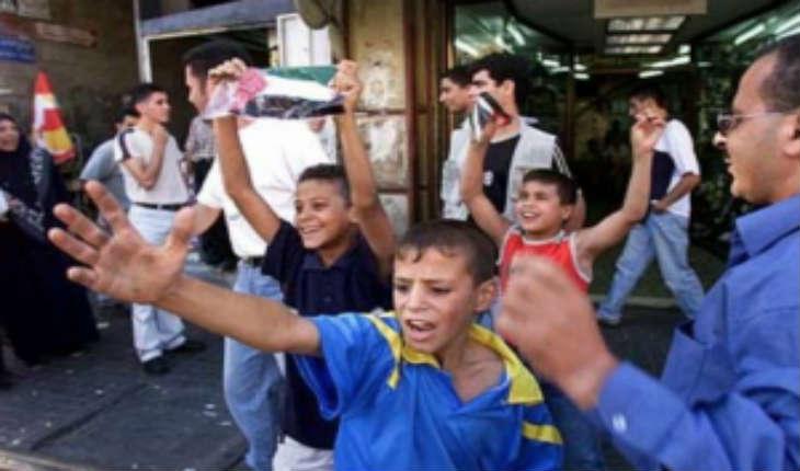 [Vidéo] «Allah Akbar» souvenons nous des scènes de liesses dans les rues Palestiniennes à l'annonce des attentats du 11 septembre.