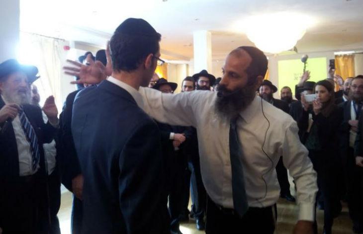 Des rabbins apprennent l'auto-défense «J'ai rencontré un Syrien qui m'a dit que déjà tout jeune, il savait que les Juifs devaient être tués. Mais il ne savait pas si les Juifs étaient des personnes ou des animaux»