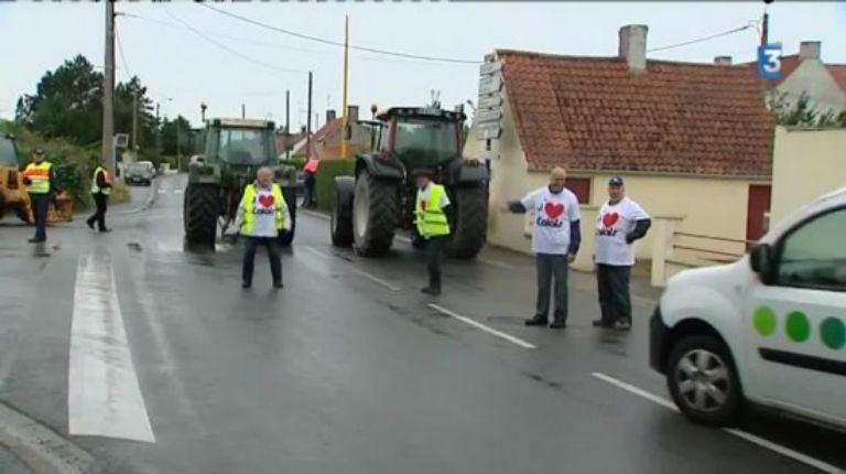 [Vidéo] Calais : Opération escargot en cours sur l'A16 contre le camp de migrants (en direct)