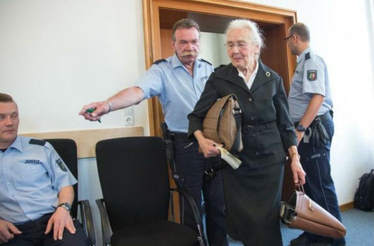 La révisionniste récidiviste Ursula Haverbeck, 87 ans, affirmaitqu'aucun Juif n'avait été assassiné à Auschwitz