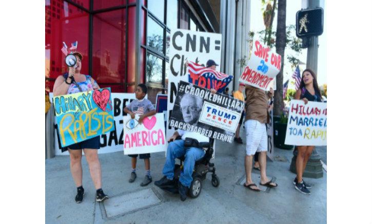 Los Angeles : Manifestation de pro-Trump devant CNN pour dénoncer la désinformation des médias