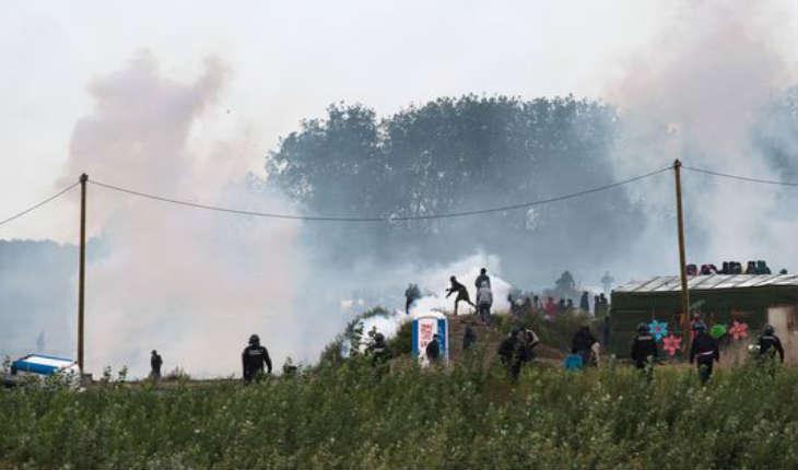 Calais : Trois CRS blessés dans des heurts avec des migrants et l'ultra-gauche