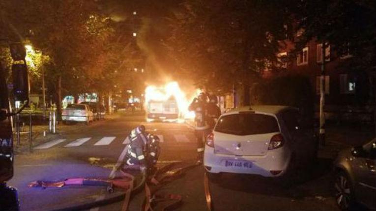 Intifada en Seine-Saint-Denis : Des racailles cagoulées incendient un bus