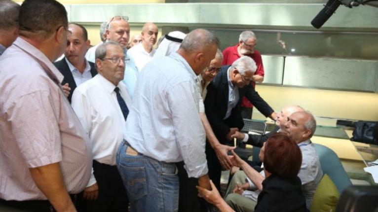 Israël: 20 maires arabes israéliens visitent la famille endeuillée de Peres «Shimon était le père de nous tous. Nous ressentons ce que vous ressentez»