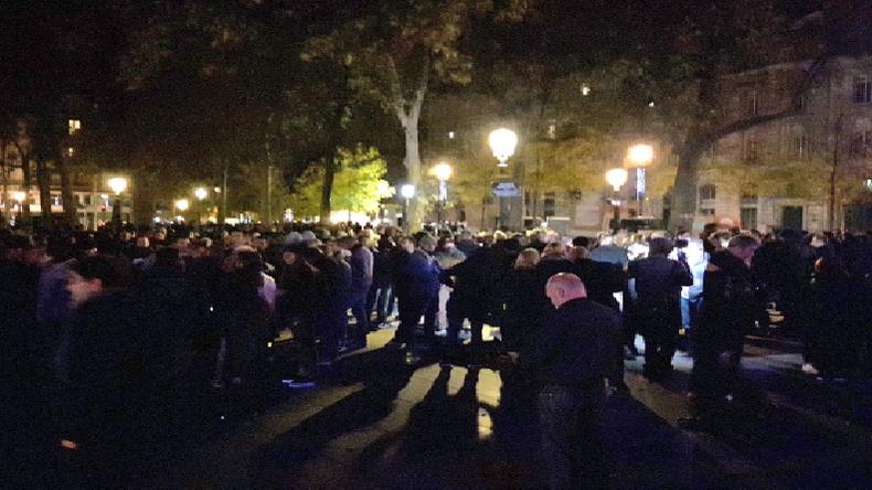 Violences contre la police : 3ème manifestation à Paris des policiers. Marseillaise et slogans «Cazeneuve démission»