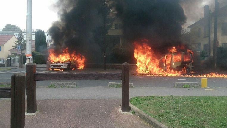[Vidéo] Zone de non-droit à Viry-Chatillon : Quatre policiers blessés dont deux grièvement par des tirs de cocktail Molotov par des bandes de racailles. Où est l'autorité de l'Etat ?