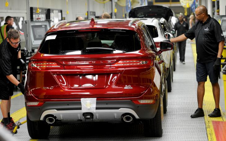 Trump vient d'obtenir que Ford ne déplace pas son usine au Mexique pour préserver l'emploi… Les experts de BFM se sont encore trompés