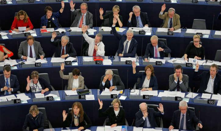 Le Parlement Européen «condamne le suprémacisme blanc sous toutes ses formes» et soutient ouvertement le mouvement Black Lives Matter, antisémite et suprémaciste noir…