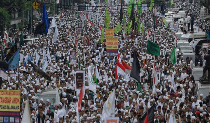 [Vidéo] Indonésie : une manifestation d'islamistes dégénère à Jakarta