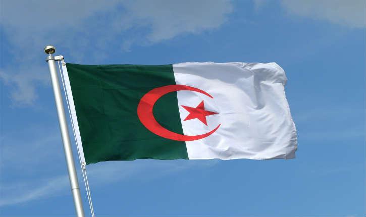 Oullins : un drapeau algérien à la place du drapeau français au fronton de l'école
